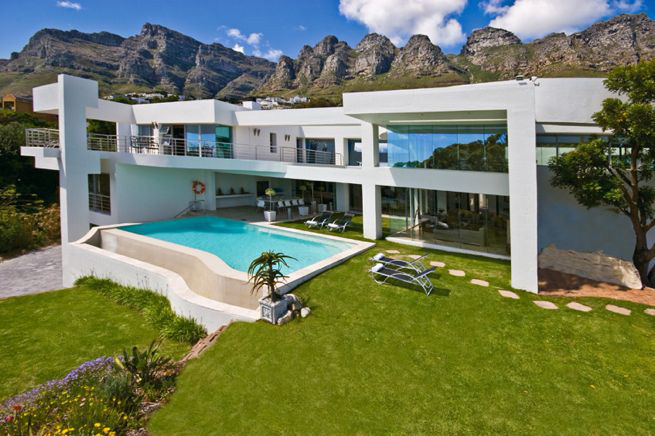 Hollywood mansion campsbay com camps bay online for Hollywood mansion party rental